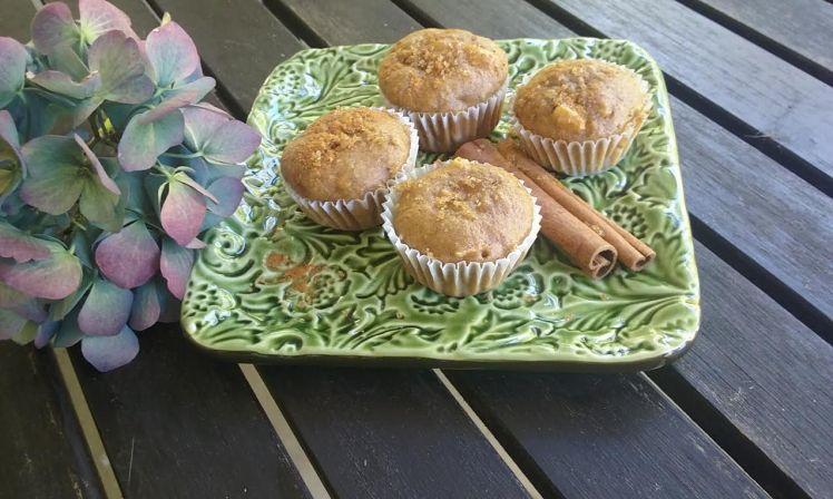 cinnamon-apple-muffins